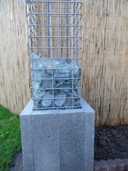 Saeulengabione-mit-Glassteinen